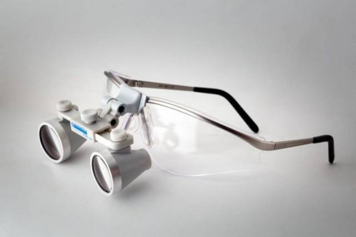 occhiali ingrandenti